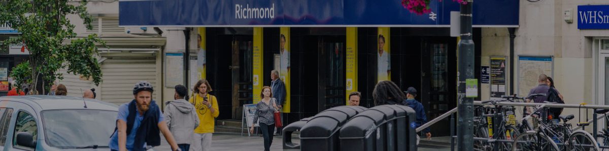 A stone's throw from<br>Richmond mainline and<br>Underground station